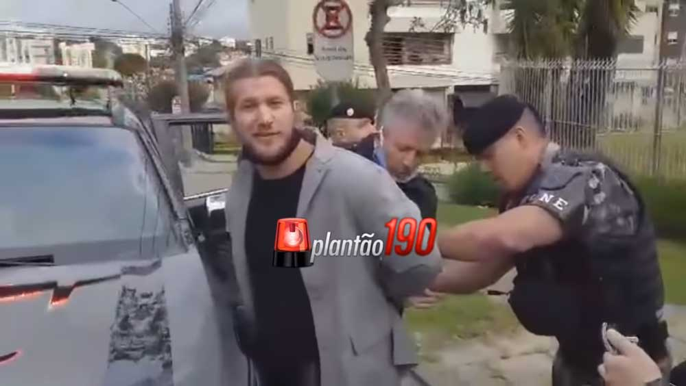 O vídeo da prisão foi postado no perfil do site plantão 190, veja: