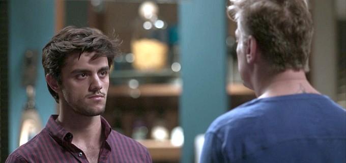 """Arthur expulsa Jonatas de sua casa, e os dois se enfrentam. Quinta (23/4), em """"Totalmente Demais"""""""