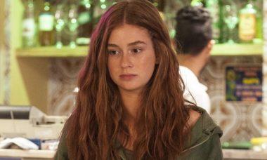 """Eliza vende flores em um restaurante e se depara com Arthur e Carolina. Sexta (10/4), em """"Totalmente Demais"""""""
