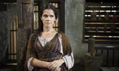 """Elvira é desmascarada por Catarina. Quarta (8/4), em """"Novo Mundo"""""""