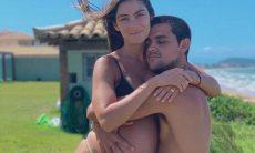 Felipe Simas testa positivo para coronavírus e se isola da família