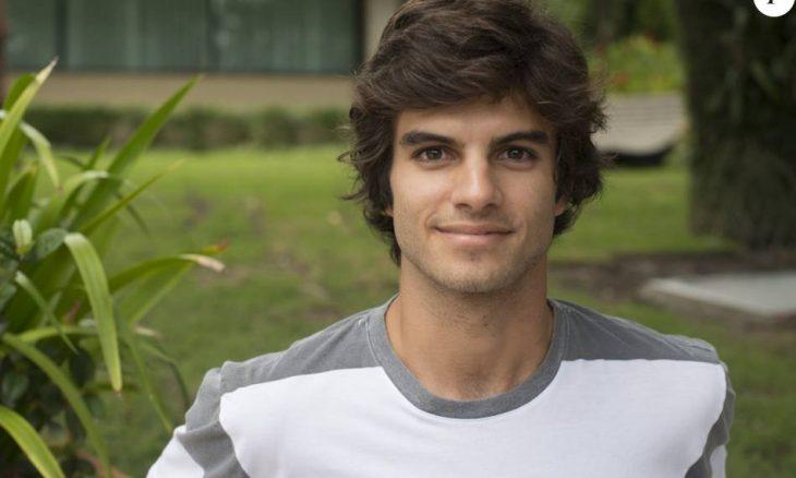 """Jonatas ajuda Fabinho a se esconder da polícia. Hoje (6/4), em """"Totalmente Demais"""""""