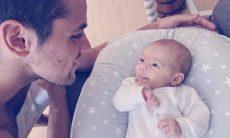 Felipe Simas se recupera da Covid-19 e comemora 2 meses do filho