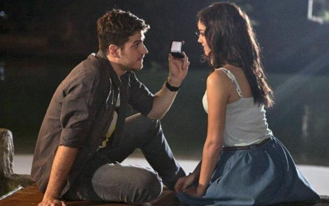 """Rafael dá uma aliança de noivado para Amália. Quinta (23/4), em """"Fina Estampa"""""""