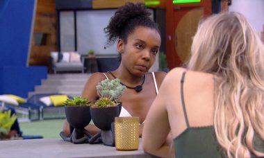 """BBB20: """"Não fique com o coração apertado"""", diz Thelma sobre Marcela ter que escolher entre ela e Gizelly"""
