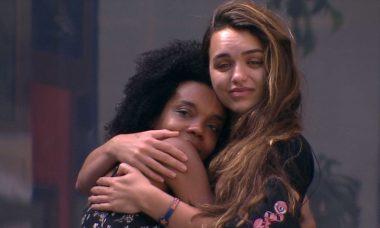 BBB20: Thelma chora e recebe abraço de Rafa