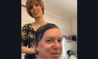 Boninho vira cobaia de Ana Furtado em corte de cabelo