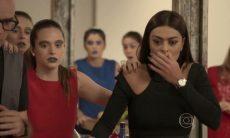 """Carolina entra em pânico ao assistir vídeo no site de Lorena. Hoje (15/6), em """"Totalmente Demais"""""""