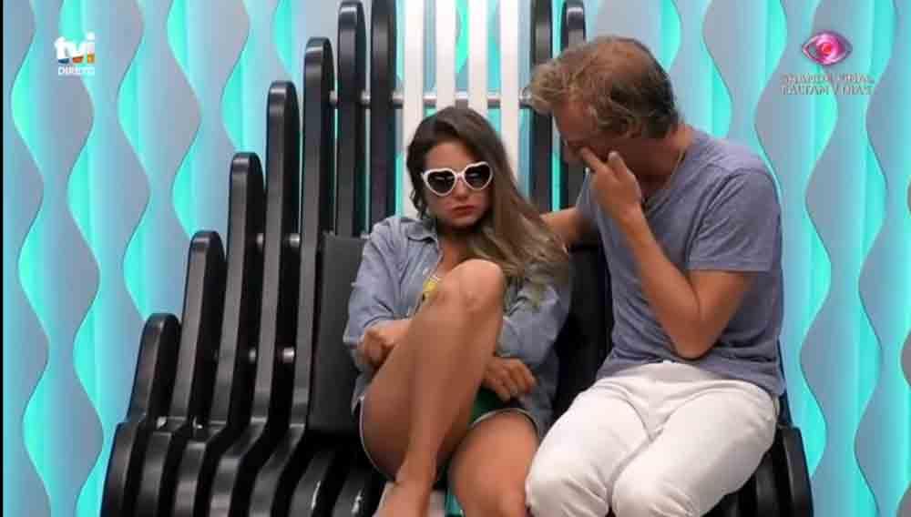 Brasileira no Big Brother Portugal entra em desespero ao saber do pai