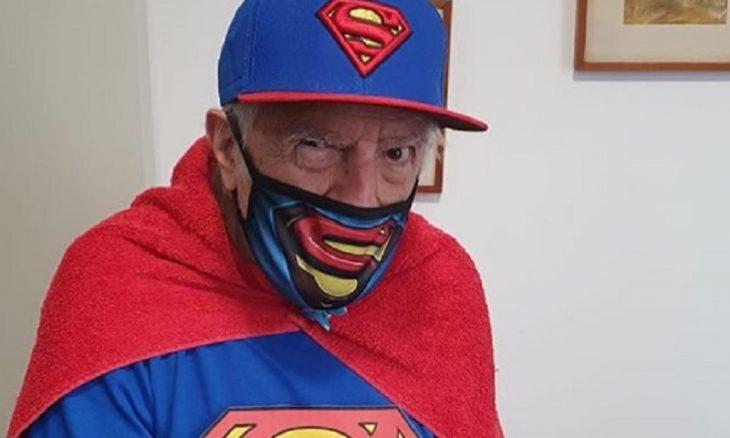 Ary Fontoura compartilha clique vestido de Super-Homem
