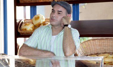 """Durval chega na padaria e vê tudo quebrado. Sexta (3/7), em """"As Aventuras de Poliana"""""""