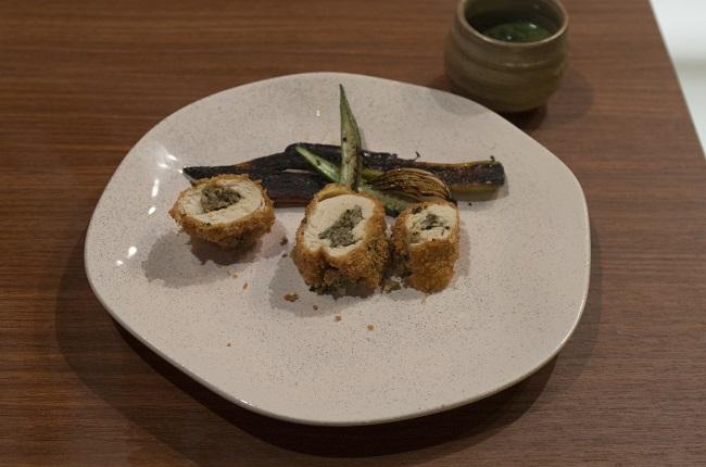 Frango recheado com duxelle de cogumelos e vegetais grelhados