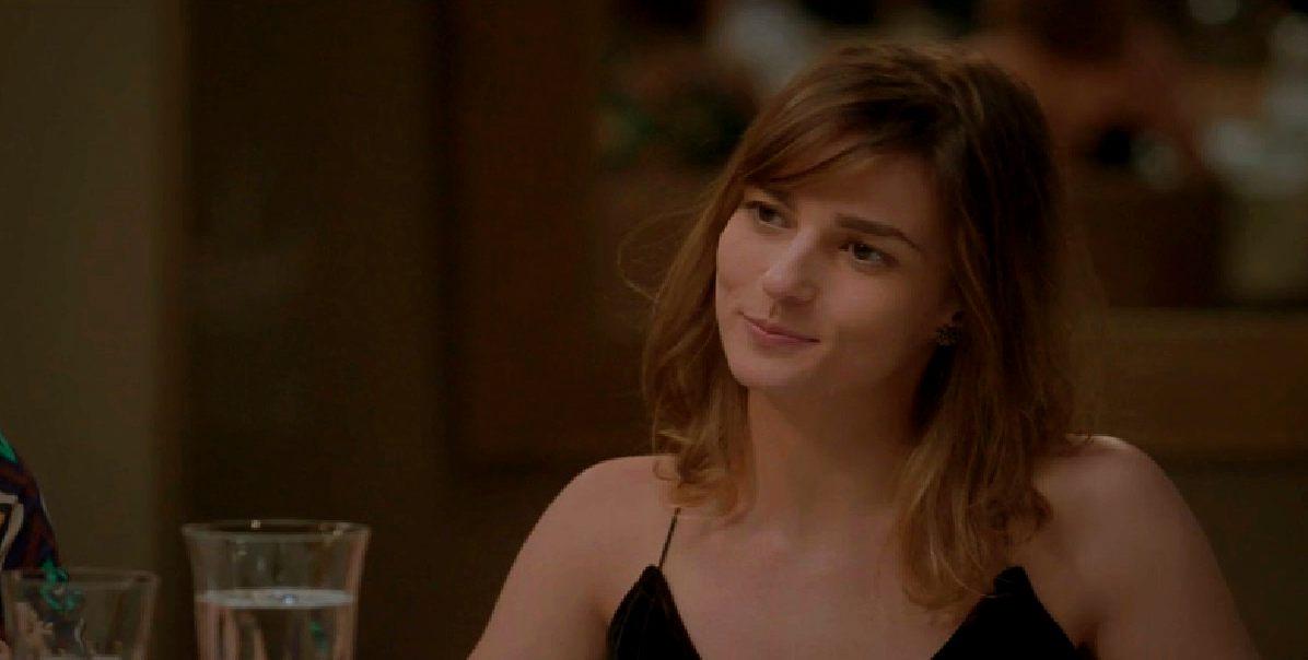 """Sofia inventa para os pais que Rafael a destratou. Quarta (26/8), em """"Totalmente Demais"""""""