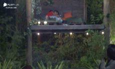 Mariano e Jake aos beijos. Foto: reprodução / rede record