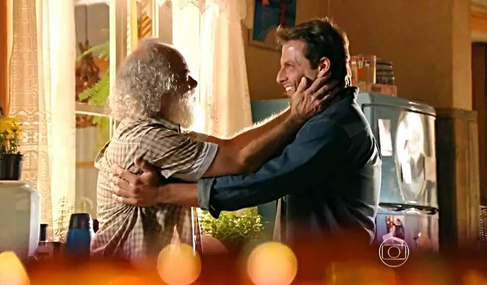 Chico (Cacá Amaral) e Cassiano (Henri Castelli) se reencontram após sete anos - 'Flor do Caribe' — Foto:  Reprodução / TVGlobo