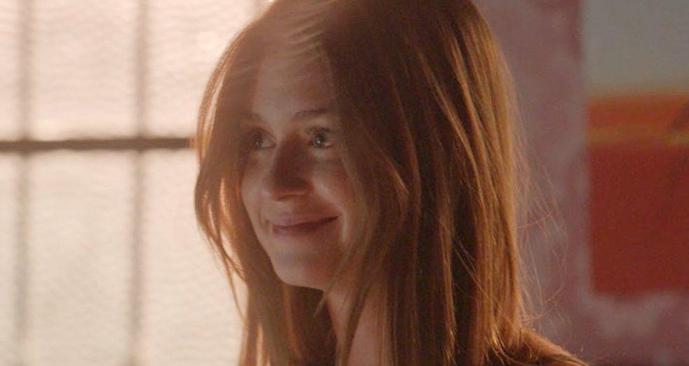 Eliza faz surpresa para Jonatas