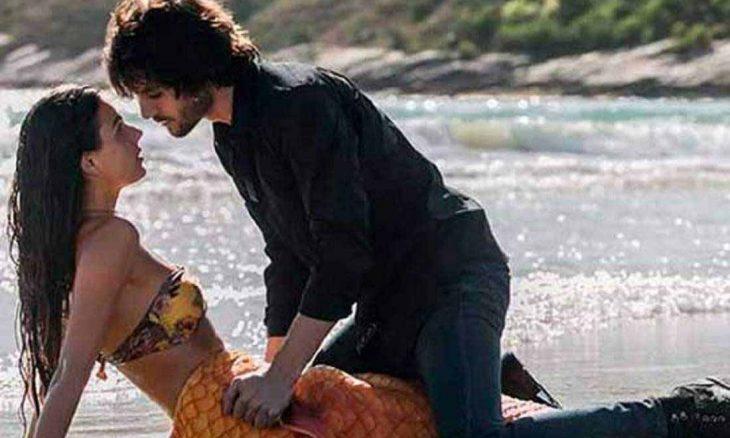 Caio conta para Cibele que Ruy e Ritinha estão juntos, nesta terça (13) em A Força do Querer. Foto: Reprodução