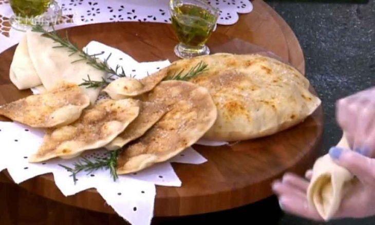 Pão árabe de micro-ondas feito por Ana Maria Braga Imagem: Reprodução/TV Globo