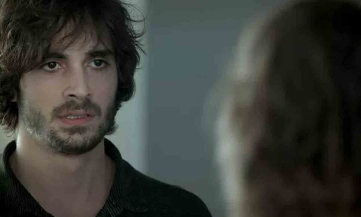 Ruy não resiste a Ritinha, nesta segunda (5) em 'A Força do Querer'. Foto: reprodução Tv Globo