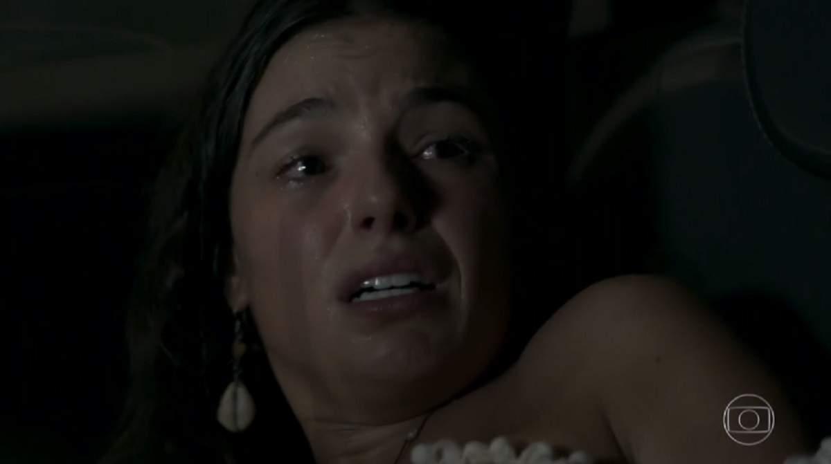 """Ritinha sente dor na barriga mas não consegue chegar ao hospital nesta quinta (29) em """"A Força do Querer"""""""