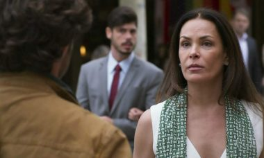 """Penélope acusa Henrique de ladrão neste sábado (24) em """"Haja Coração"""""""