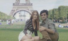 """Jonatas e Eliza viajam juntos e celebram o amor em Paris no último capítulo de """"Totalmente Demais"""""""