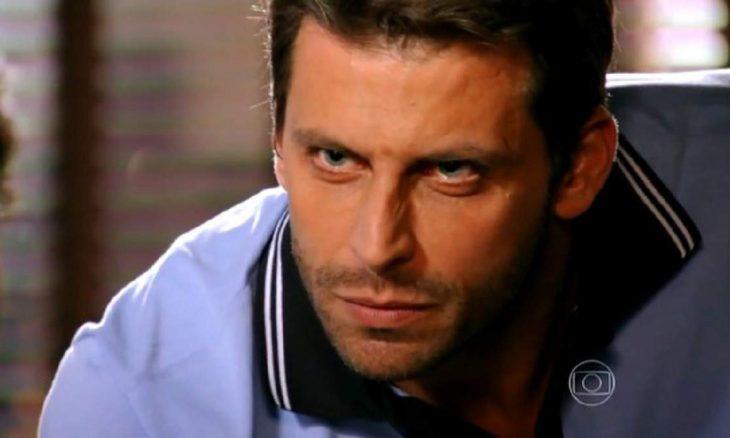 """Cassiano diz para Alberto: """"vou tirar tudo que é seu"""" nesta quinta (12) em """"Flor do Caribe"""""""