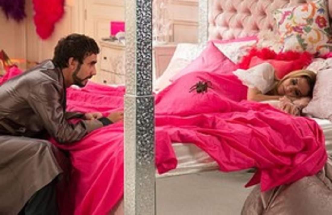 """Leozinho coloca uma aranha na cama de Fedora neste sábado (14) em """"Haja Coração"""""""