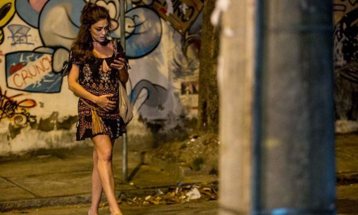 """Bibi esconde dinheiro da fuga de Rubinho em barriga falsa neste sábado (28) em """"A Força do Querer"""""""