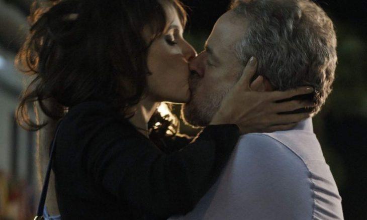 """Eugênio e Irene se beijam nesta terça (10) em """"A Força do Querer"""""""