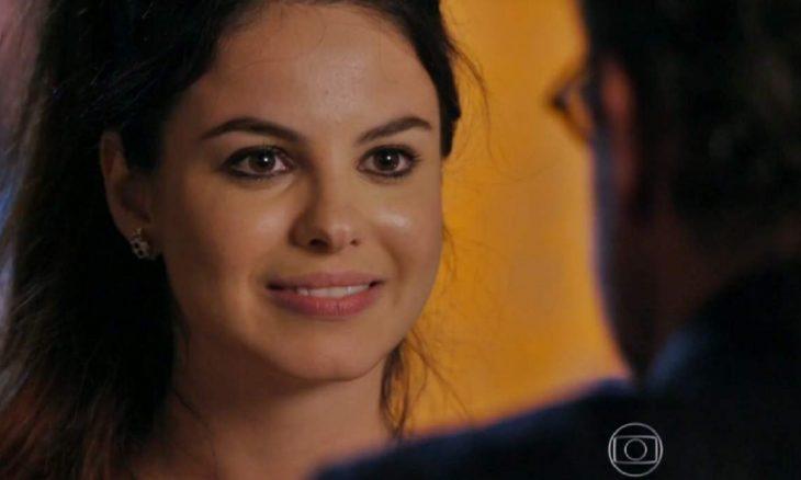 """Amaralina ouve conversa e descobre que Duque é seu avô nesta quinta (19) em """"Flor do Caribe"""""""