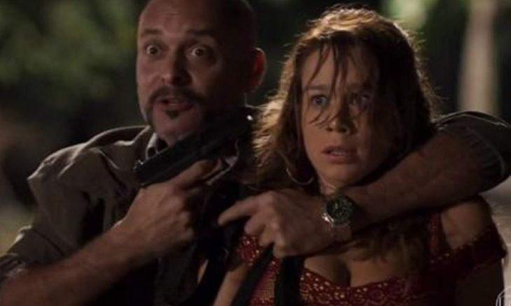 """Tancinha é refém de Genésio que a ameaça com uma arma nesta quinta (5) em """"Haja Coração"""""""