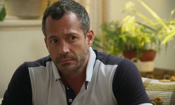 """Apolo aceita viajar para Miami e Adriana o incentiva neste sábado (12) em """"Haja Coração"""""""