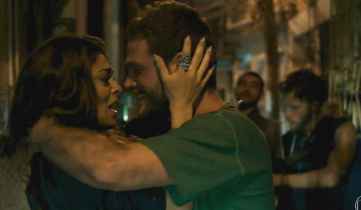 """Rubinho foge novamente da prisão e se encontra com Bibi nesta segunda (21) em """"A Força do Querer"""""""