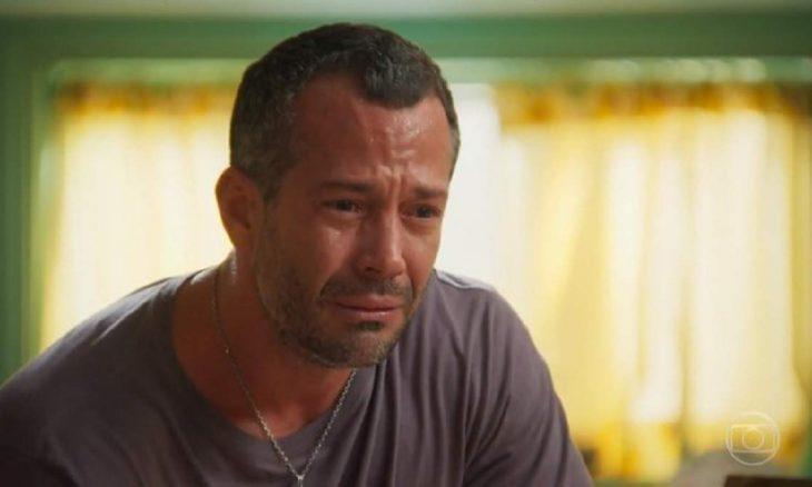 """Apolo não consegue perdoar Tancinha por beijo em Beto nesta terça (8) em """"Haja Coração"""""""