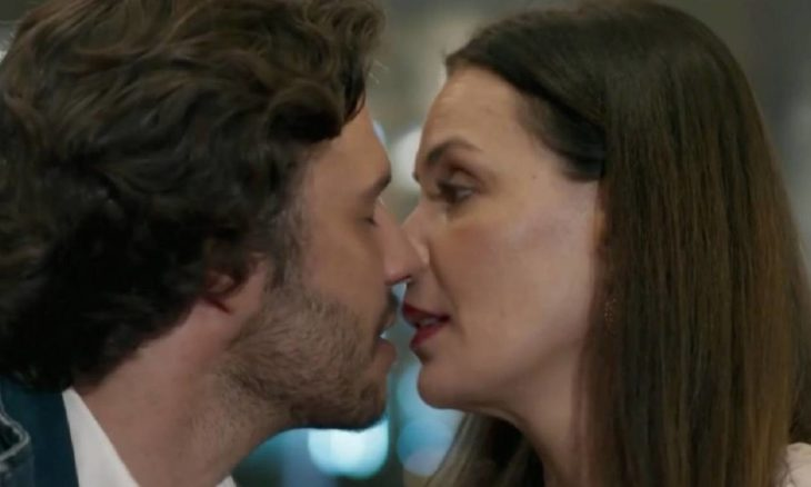 """Henrique e Penélope declaram seu amor nesta quinta (10) em """"Haja Coração"""""""