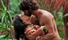 """Na ilha deserta, Teodora e Tarzan se beijam nesta sexta (11) em """"Haja Coração"""""""