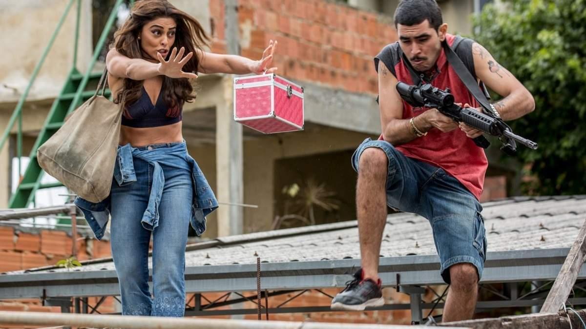 """Bibi impede que Caio seja baleado e bandido desconfia nesta terça (15) em """"A Força do Querer"""""""