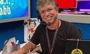 """Boninho tira sarro após erro na """"Prova do Fazendeiro"""" durante o reality show da Record TV"""