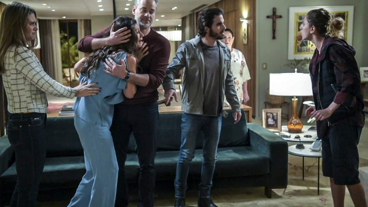 """Ivana revela para a família que é transsexual nesta segunda (18) em """"A Força do Querer"""""""