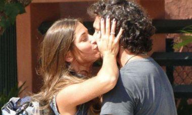 """Lino se declara para Carol e diz que quer se casar neste sábado (16) em """"Flor do Caribe"""""""