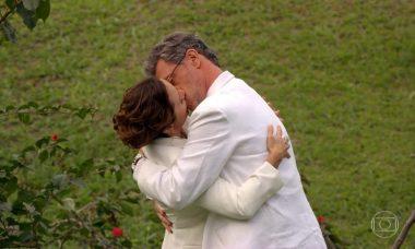 """Guiomar aceita namorar Duque nesta terça (12) em """"Flor do Caribe"""""""