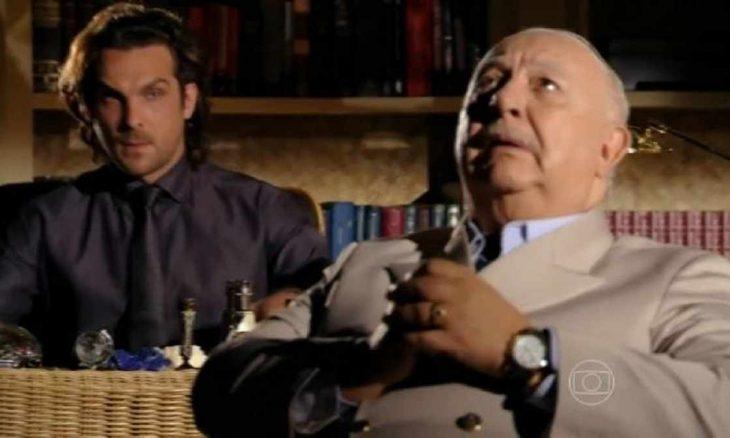 """Alberto aconselha o avô a reconhecer Candinho nesta segunda (1) em """"Flor do Caribe"""""""
