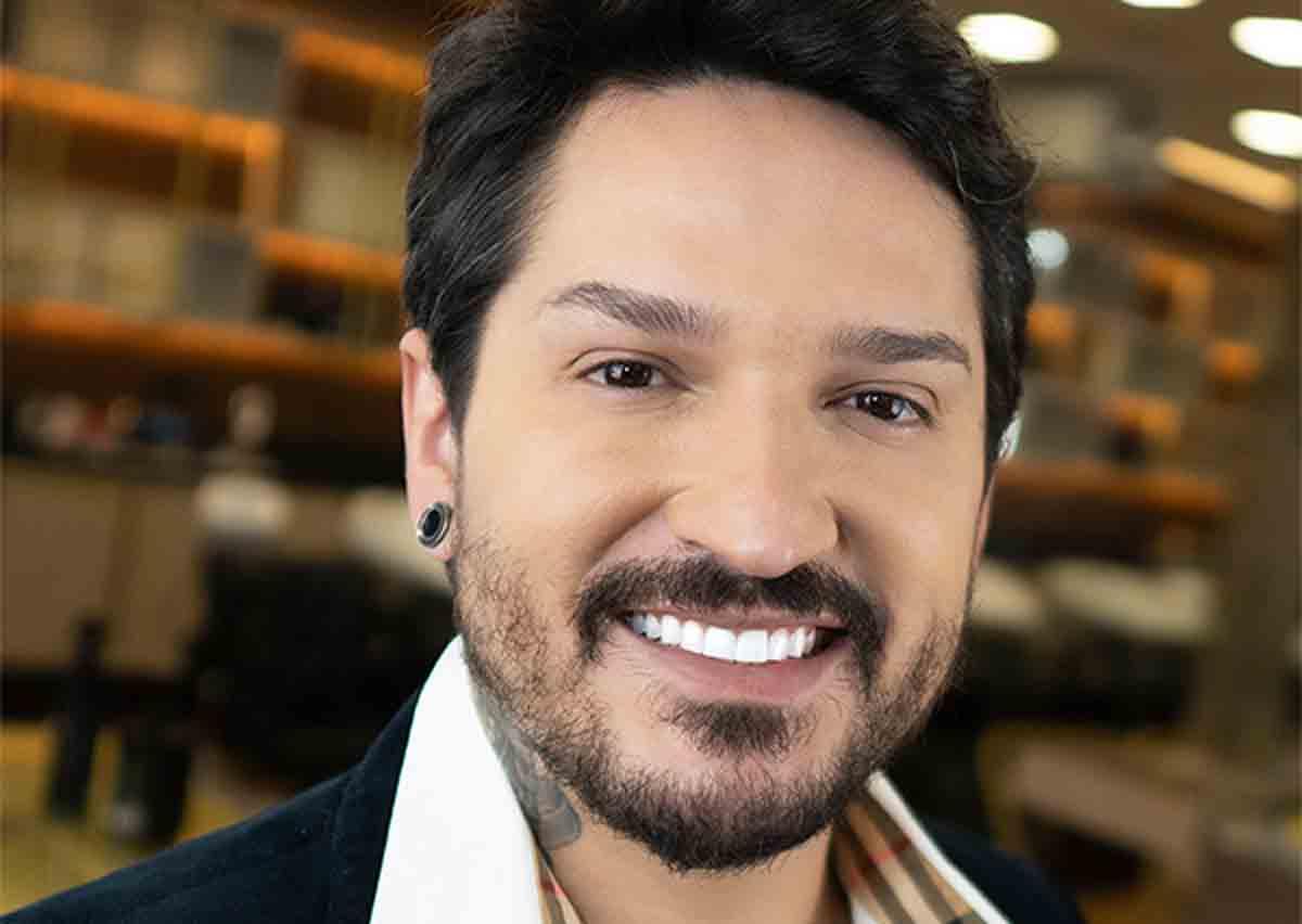 Cabeleireiro dos famosos, Robson Souza se torna referência também como influenciador digital . Foto: Divulgação