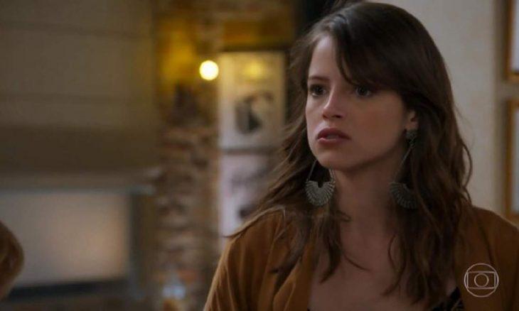 """Bruna avisa a Camila que lutará por Giovanni nesta terça (26) em """"Haja Coração"""""""