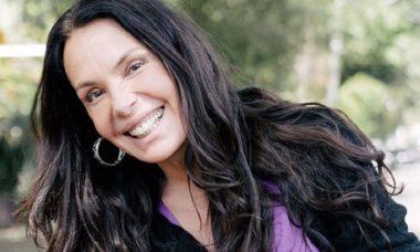 """Carolina Ferraz divulga foto rara da sua juventude: """"aos 17 aninhos"""""""