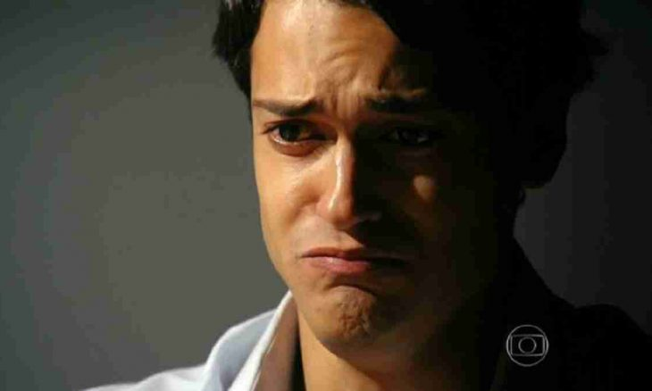 Hélio não aceita receber a visita dos pais na prisão nesta sexta (29) em 'Flor do Caribe'