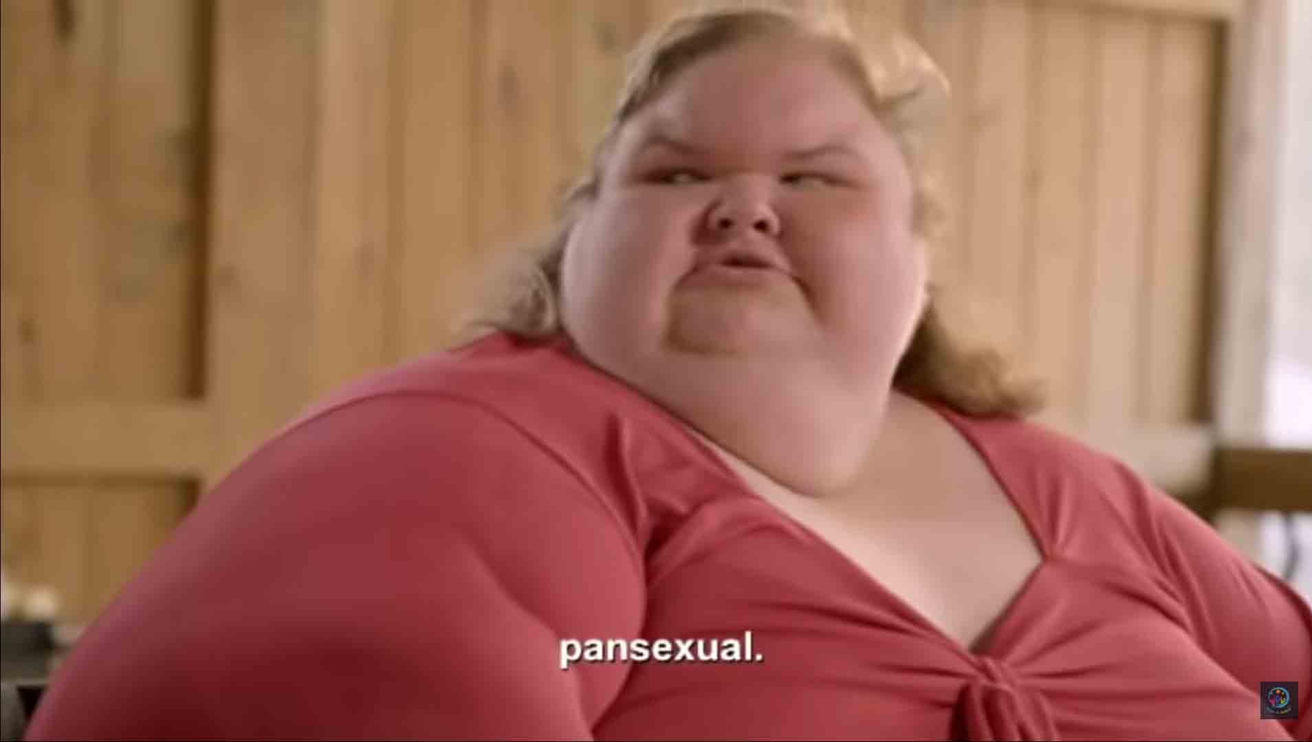 Depois que ele respondeu de que ela pode lhe dizer 'qualquer coisa', ela disse: 'Eu sou pansexual'.. Foto: reprodução Youtube