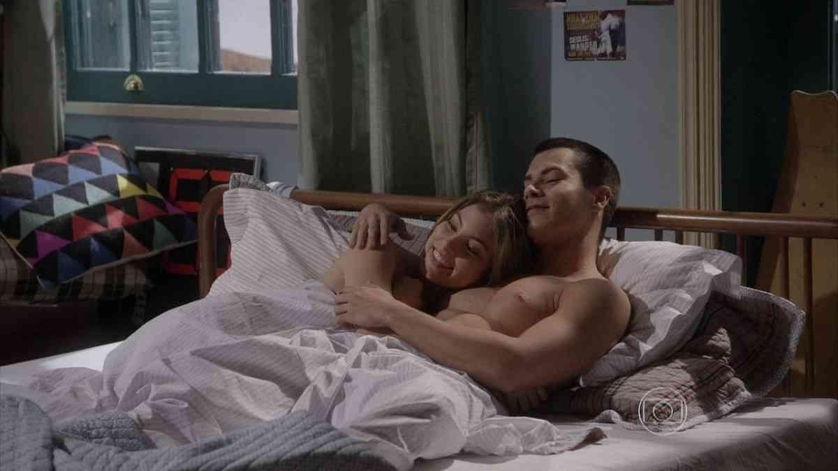 """Bianca e Duca namoram apaixonados nesta segunda (1) em """"Malhação: Sonhos"""""""