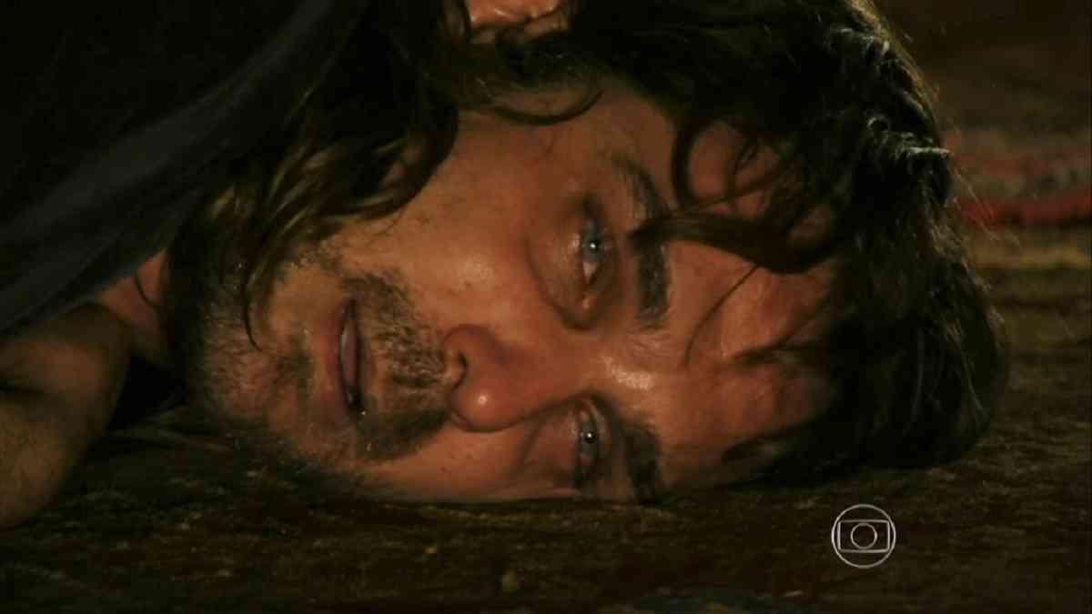 """Após surto, Alberto é internado em uma clínica psiquiátrica nesta terça (23) em """"Flor do Caribe"""""""
